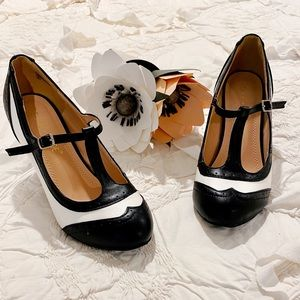Adorable Vintage Inspired Heels